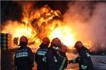 نجات 2 دختر ماهشهری از میان شعلههای آتش
